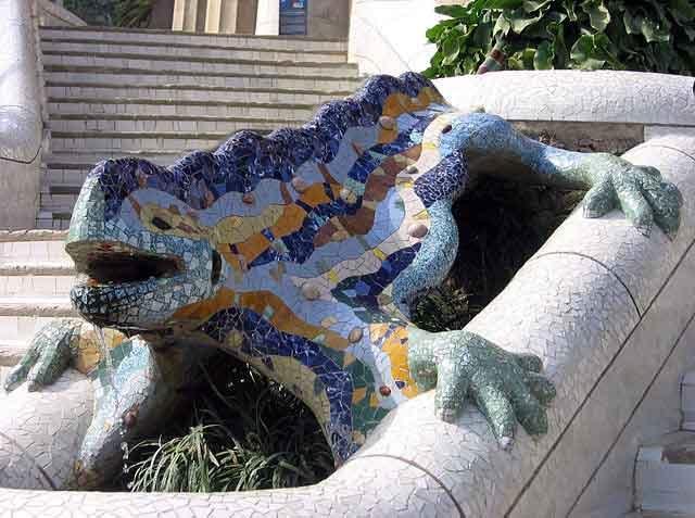 Imagen del dragón Pitón, de Gaudí, en el Park Güell de Barcelona / Canaan