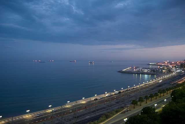 Vista nocturna desde el Balcón del Mediterráneo (Tarragona) / J. P. Carrascal