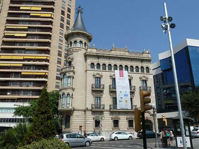 Casa de la Punxa, sede de la Cámara Oficial de Comercio, Industria y Navegación de Tarragona (1929) / Deosringas
