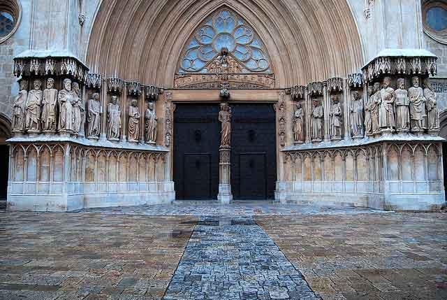 Puerta principal de la Catedral de Tarragona / Tomàs Badia Navarro