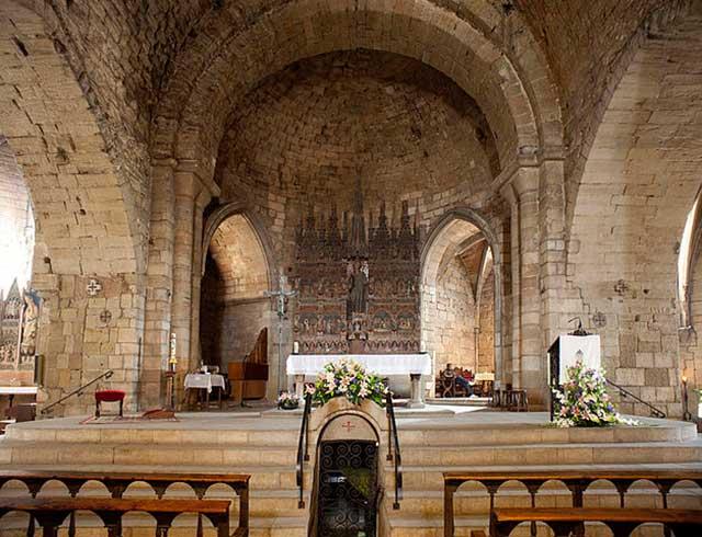 Altar Mayor de la Iglesia de Sant Llorenç (Lleida) con el retablo de Sant Llorenç / Pol Mayer