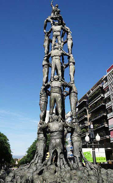 Monumento a los Castellers en la Rambla Nova (Tarragona) / Alberto González Rovira