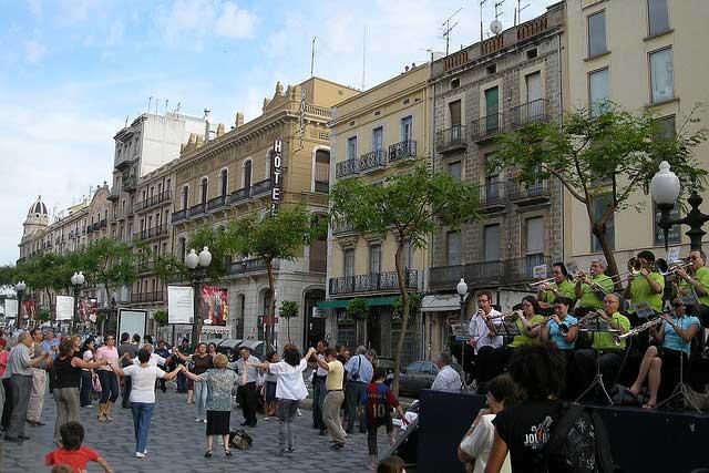 Sardanas en la Rambla Nova (Tarragona) / Malouette
