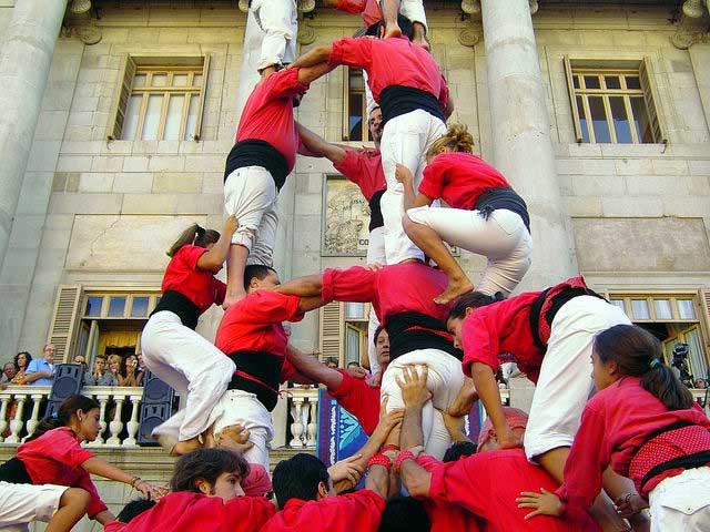 Actuación castellera delante del Ayuntamiento de Barcelona en las fiestas de La Mercè / Carlos ZGZ